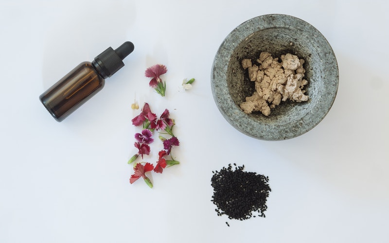 Top 10 Best Natural Ingredients You Should Implement in Your Skincare Routine