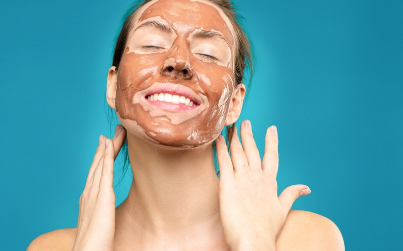 Top 10 Best Ingredients in Skincare Products for a Youthful Glow